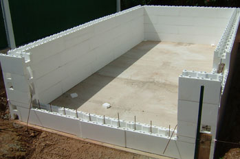 Construire sa piscine facilement procarv solutions de for Construction piscine bloc a bancher
